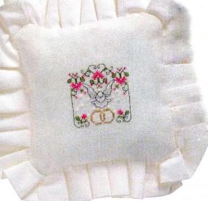 готовая подушечка с вышивкой