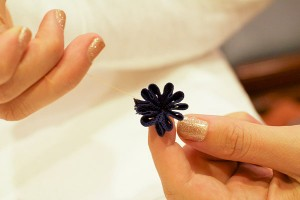 делаем цветочки из тесьмы