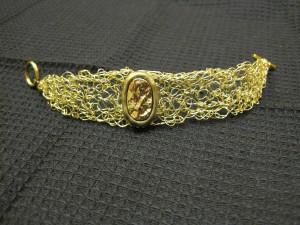 необычный браслет в стиле вязания