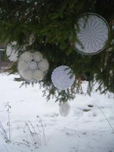 Ледяные салфетки на елке