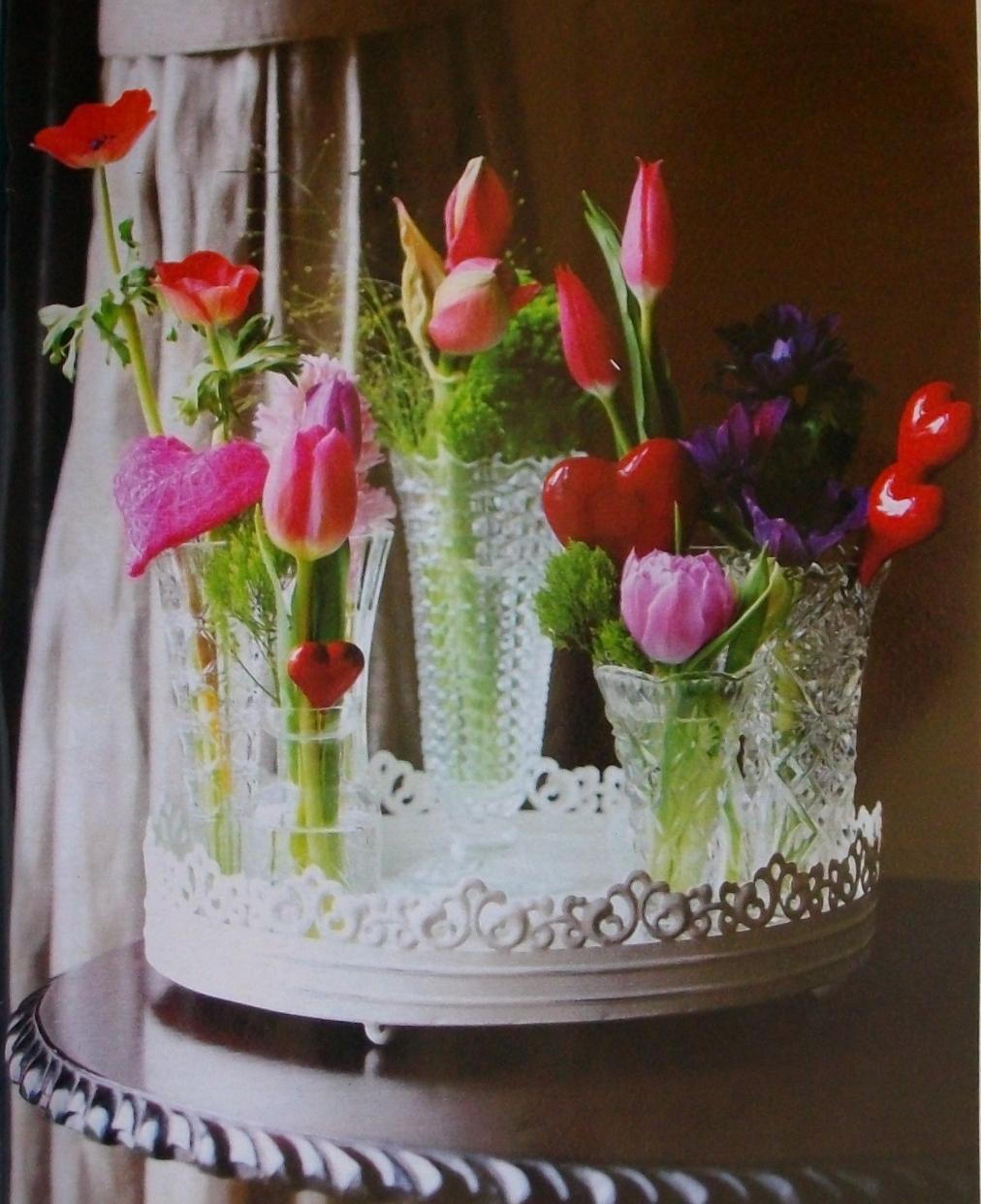Украшение стола цветами 65