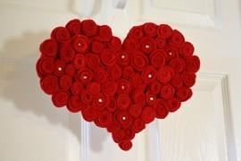 большое красное сердце на день Валентина