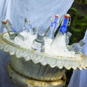 холодные напитки в вазоне для цветов