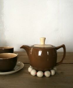 Подставка для чайника из шерсти
