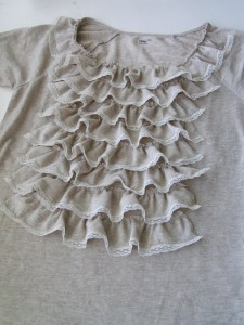 футболка с рюшами
