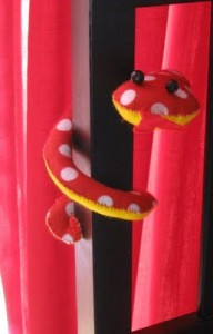 Спиральная змея из ткани