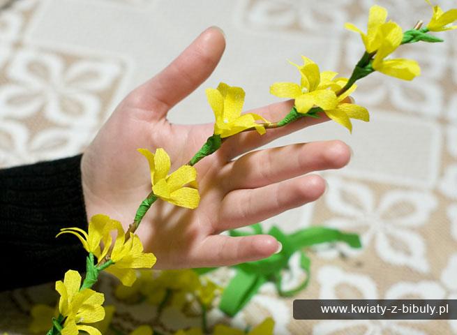 Яркие цветы из бумаги