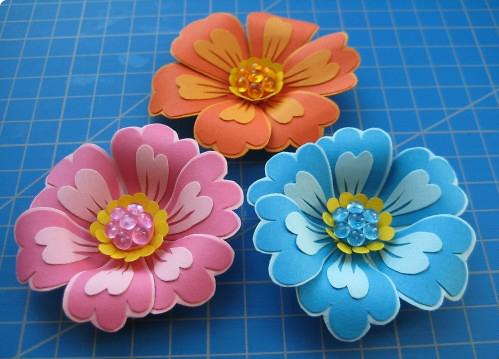 Цветы из цветных бумаг поэтапно