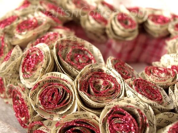 Декоративные розы из газеты