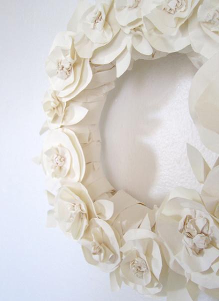Декоративный венок из бумаги