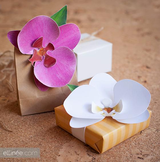 Украшение подарка орхидеей из бумаги