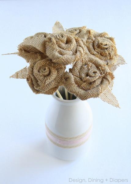 Розы из мешковины