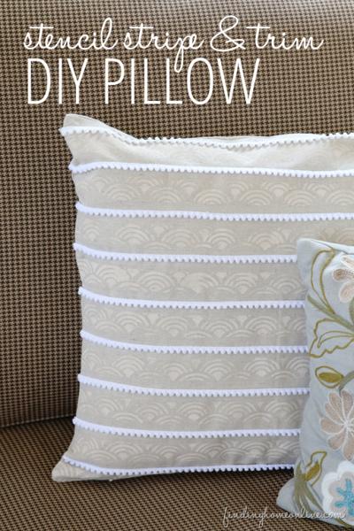 Как украсить диванную подушку