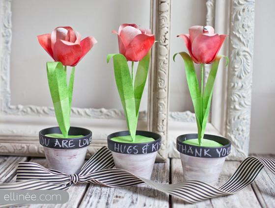 Бумажный тюльпан в горшке