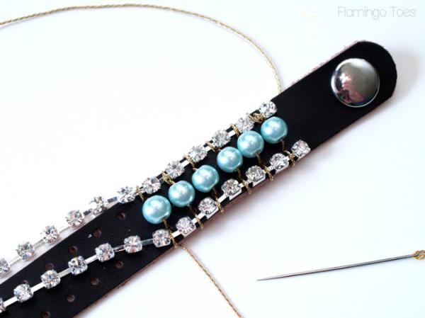 Как украсить кожаный браслет